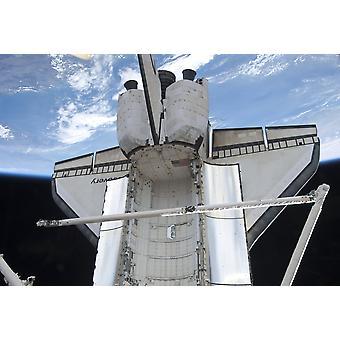 6 mars 2011 - navette spatiale Discovery et ses systemorbiter télémanipulateur boom sensor system photographié par horizon de terres et la noirceur de l'espace Poster Print