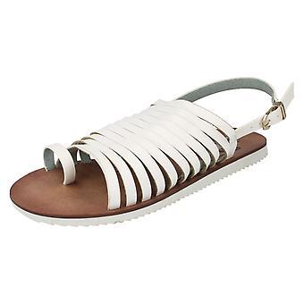 Hyvät alas maan Strappy-sandaali