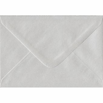 """Hvid perle gummierede 5 """"x 7"""" farvet hvide konvolutter. 100gsm FSC bæredygtig papir. 133 mm x 184 mm. bankmand stil kuvert."""