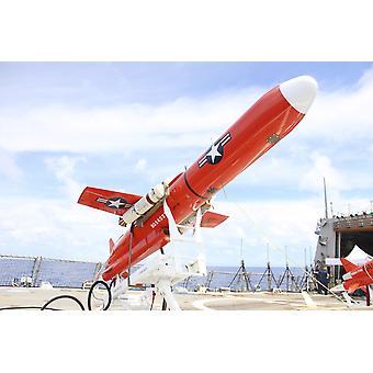 Tyynellämerellä 21 syyskuun 2010 - BQM-74E drone käynnistää Arleigh Burke-luokan ohjata ohjus hävittäjä USS Lassen lento-kannella aikana Valiant Shield 2010 ohjus käyttää Juliste Tulosta