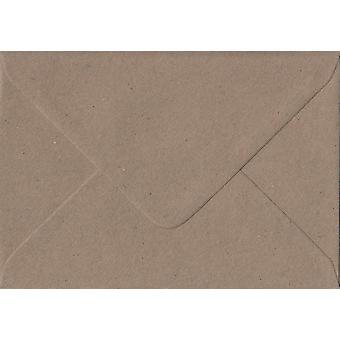 Fleck Kraft gegomd C6/A6 gekleurde bruine enveloppen. 110gsm FSC duurzaam papier. 114 mm x 162 mm. bankier stijl envelop.