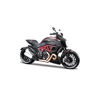Ducati Diavel Carbon painevaletusta malli moottoripyörä pakkaus