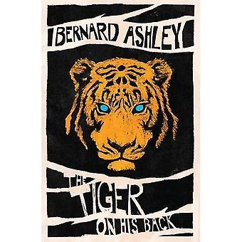De tijger op zijn rug
