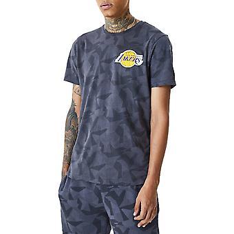 New Era Los Angeles Lakers Geometric Camo Short Sleeve T-Shirt in Graphite
