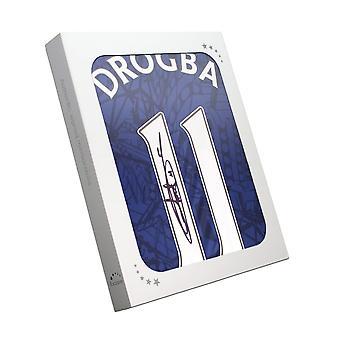Didier Drogba tekende chelsea 2019-20 shirt. In geschenkdoos