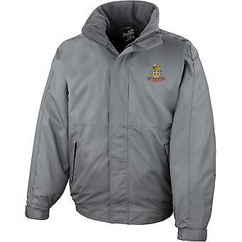 Veterano de la Guardia de Provost Militar - Chaqueta impermeable bordada del ejército británico con licencia con fleece interior