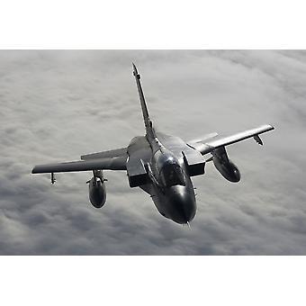Eine Luftwaffe Tornado IDS über Norddeutschland während der Betankung Training mit einer KC-135R von der 100. ARW United States Air Force Europe Poster Print