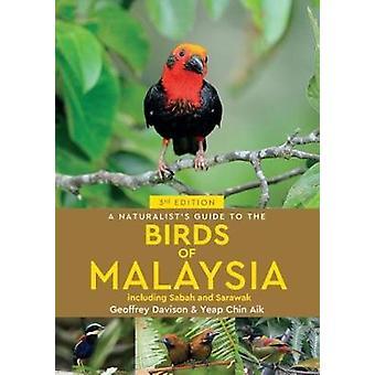 Naturalist's Guide till fåglar i Malaysia (3rd edition) av Geoffrey D