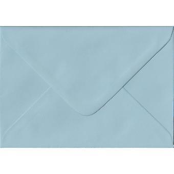 Baby blå gummierede C7/A7 farvet blå konvolutter. 100gsm FSC bæredygtig papir. 82 mm x 113 mm. bankmand stil kuvert.