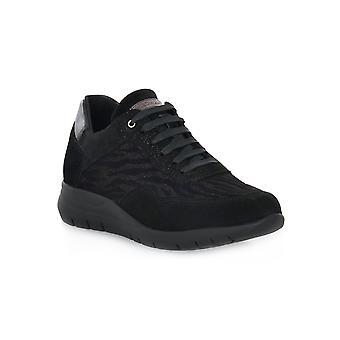 Grunland kallar svarta skor