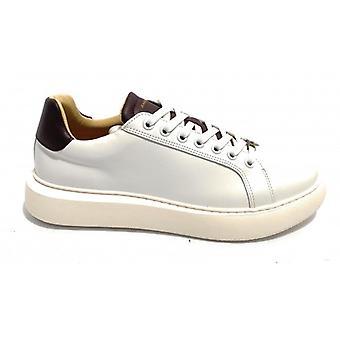 Men's Ambitious Sneaker Shoe 8320 In White Leather/ Wine U21am08