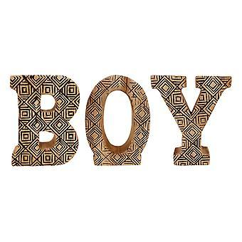 hånd utskårne tre geometriske bokstaver gutt