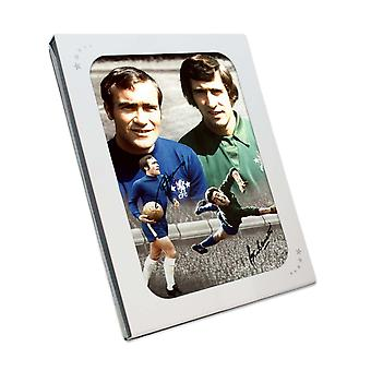 Ron Harris og Peter Bonetti signert Chelsea Photo. I gaveeske