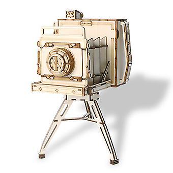 Manual DIY assembly of camera model