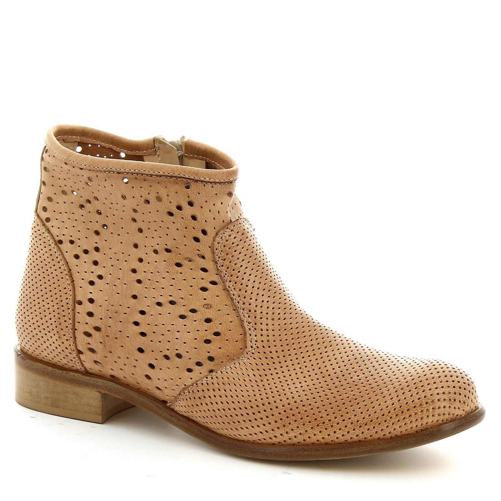 Leonardo Shoes Women's handmade booties in light brown openwork calf leather HQ82S