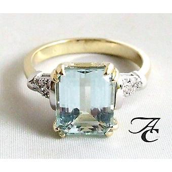 Bicolor ring with aquamarine and diamonds