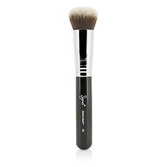 F82 round kabuki brush 217033 -