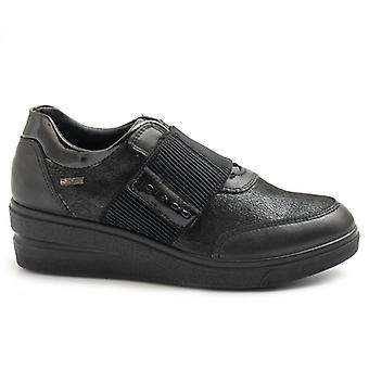 Zwarte Igi&co schoen met klittenband en Gore Tex Voering