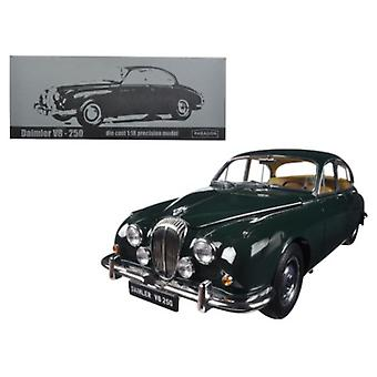 1967 Daimler V8-250 British Racing Green Left Hand Drive 1/18 Diecast Model Car par Paragon