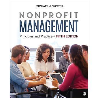 Nonprofit Management von Michael Worth