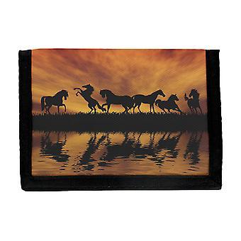Chevaux dans le portefeuille de coucher du soleil