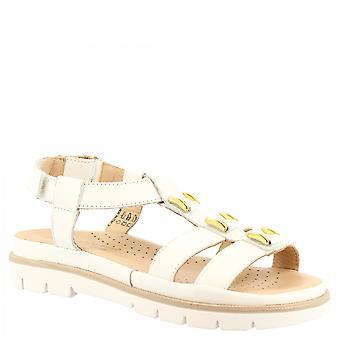 ليوناردو أحذية المرأة & apos الصنادل المسطحة المصنوعة يدويا في جلد العجل الأبيض مع تفاصيل الذهب إغلاق مشبك