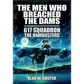 De mænd, der krænkede dæmningerne-617 eskadrille The Dambusters af Alan W.