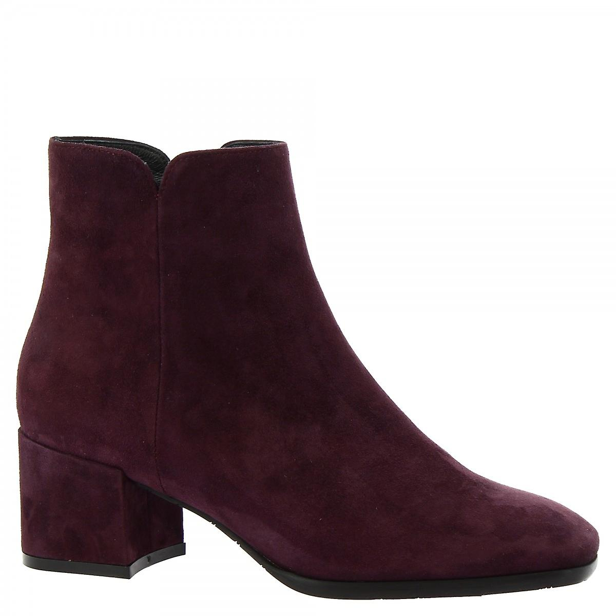 Leonardo Shoes Women's handmade heels ankle boots in plum suede leather side zip G216c