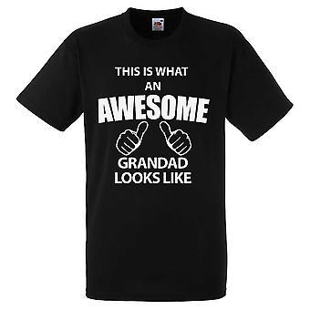 Это выглядит удивительным дедушка тенниска