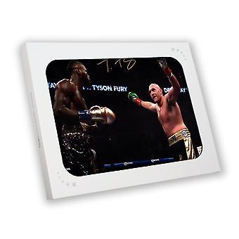 Tyson Fury undertecknat Foto: Fighting Deontay Wilder i presentförpackning