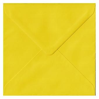 Zonnebloem Gele Gummed 130mm vierkant gekleurde gele enveloppen. 100gsm FSC Duurzaam Papier. 130mm x 130mm. Banker Style Envelop.