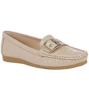 Lotus Cory Womens Moccasin Shoes