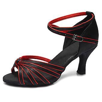 قاعة رقص لاتينية، تانجو سالسا، أحذية راقصة