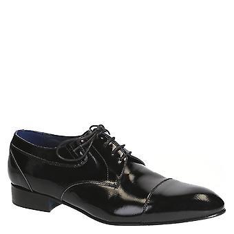 أحذية رجالية اللباس الأسود على براءة اختراع والجلود