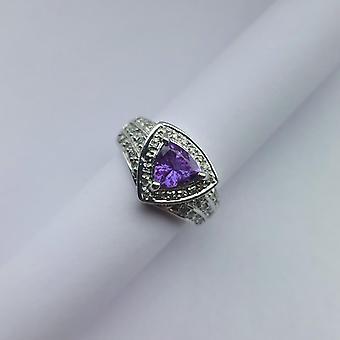 Vintage Ring Vitguld 14K med triangelslipad Tanzanit och Diamanter