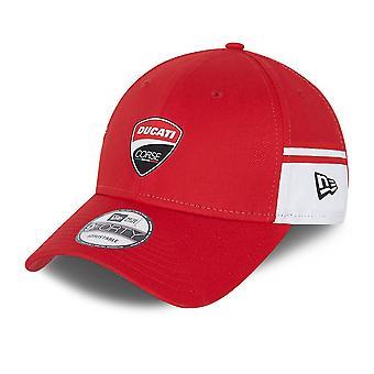 Nowa era Side Print 9Forty Regulowana czapka ~ Ducati czerwony