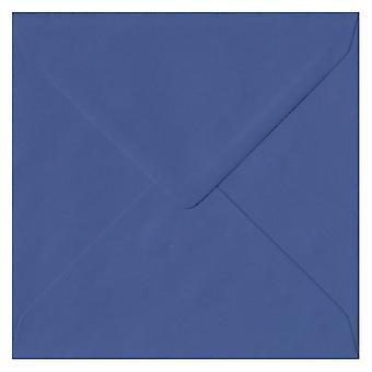 Iris blauw gegomd 155mm vierkante gekleurde blauwe enveloppen. 100gsm FSC duurzaam papier. 155 mm x 155 mm. bankier stijl envelop.