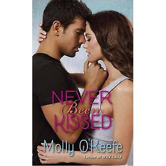 Never Been Kissed by Molly O'Keefe - 9780345549013 Book