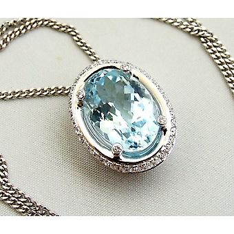 18 carat white gold necklace with aquamarine pendant