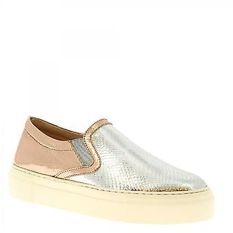 Leonardo Shoes Women's handgemaakte slip op sneakers zilverroze gelamineerd leer