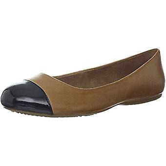 SoftWalk Womens Napa Leather Closed Toe Ballet Flats