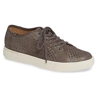 Vaneli Womens Oneida Low Top Slip On Fashion Sneakers