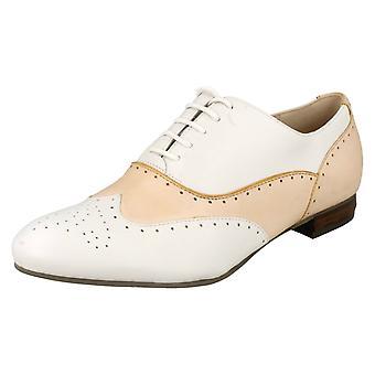 Dames Clarks Smart/Casual Sarto stijl schoenen Ennis Willow
