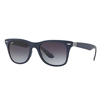 Ray-Ban Liteforce Wayfarer RB4195 6331/8G matt blå/grå gradient solglasögon