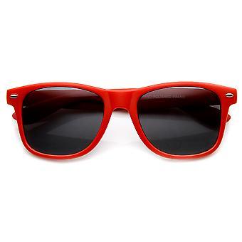 Suave acabado mate colores clásico cuerno con montura gafas de sol