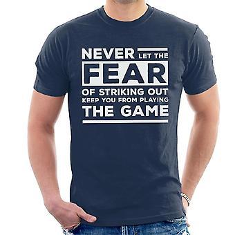 Lassen Sie niemals die Angst vor der Streichung halten Sie spielen das Spiel Babe Ruth Zitat Herren T-Shirt