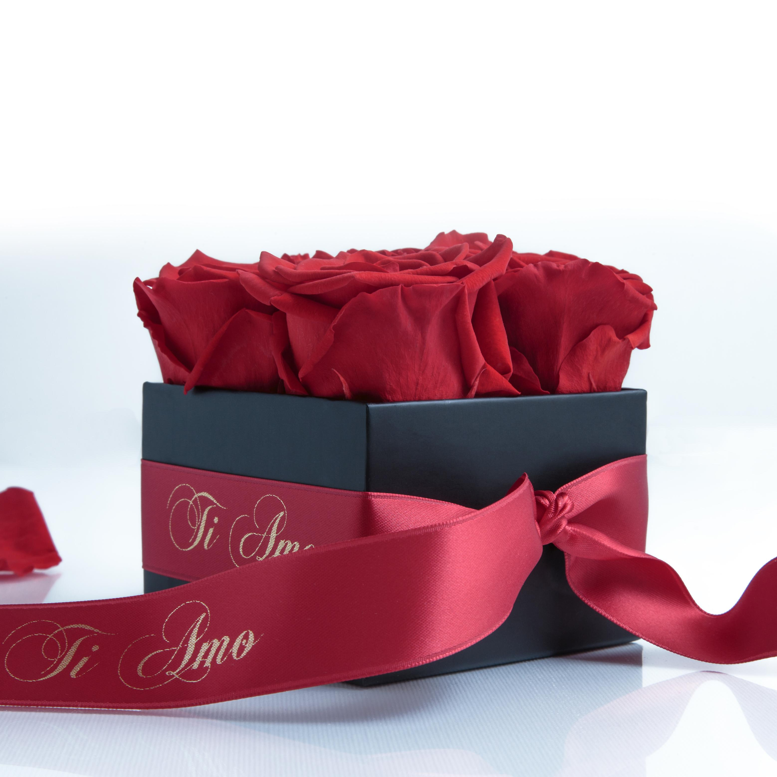 Rose red and satin ribbon preserved TI AMO box with 4 shelf life 3 years