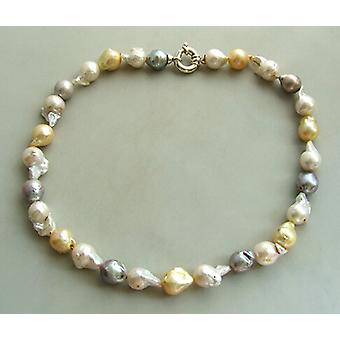 Necklace with freshwater pearls