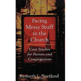 Geconfronteerd met slordig spullen in de kerk