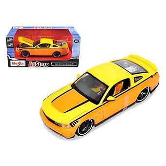 2011 Ford Mustang GT Orange Custom 1/24 Diecast Model Car par Maisto